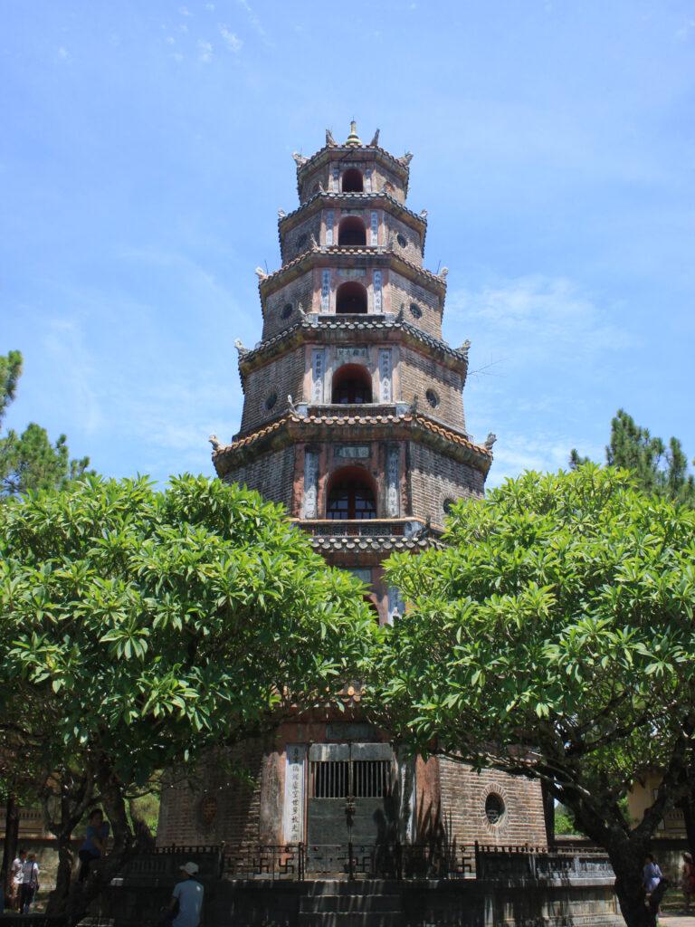 Hue Tien Mu Pagoda a Parfüm folyó partján